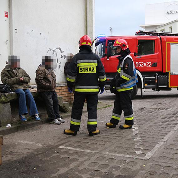 Znów zabrakło karetki! Mężczyźnie pomogli strażacy