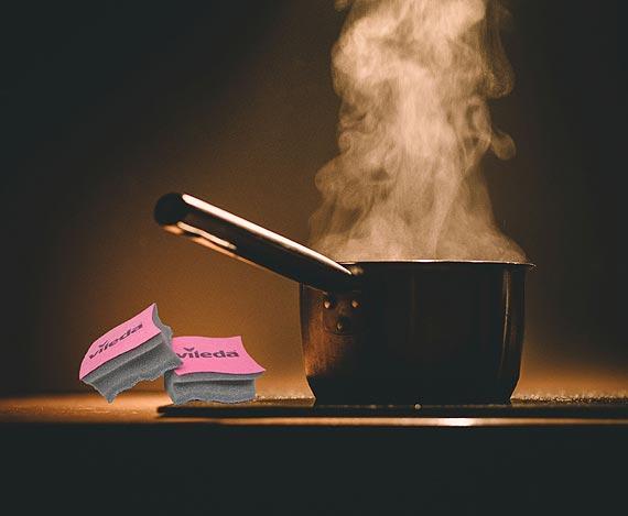 Jak przywrócić blask przypalonym garnkom i patelniom?