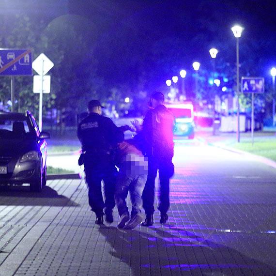 Pijany szczecinianin został zatrzymany podczas próby niszczenia samochodu. Zobacz film!