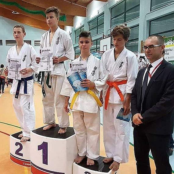 Z dziewięcioma medalami wrócili karatecy z Wojewódzkiej Olimpiady Młodzieży