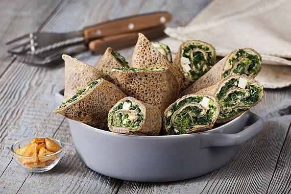 Zdrowy smak natury:  Gryczane naleśniki ze szpinakiem, fetą i hummusem  Pyszne danie na gorąco lub pomysłowa przekąska na zimno idealna na karnawał!