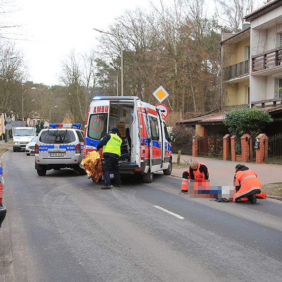 Wypadek z udziałem 83 - latki. Policjanci apelują do pieszych o rozwagę przy wkraczaniu na jezdnię