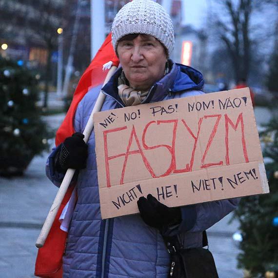 Protest w obronie praw kobiet na Placu Wolności: Zgotowaliście kobietom piekło, jakiego nikt do tej pory nie zrobił