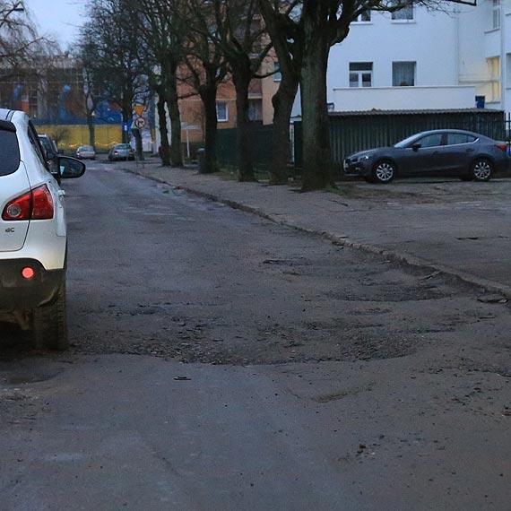 Czytelnik: Dziurawy dojazd do przedszkola
