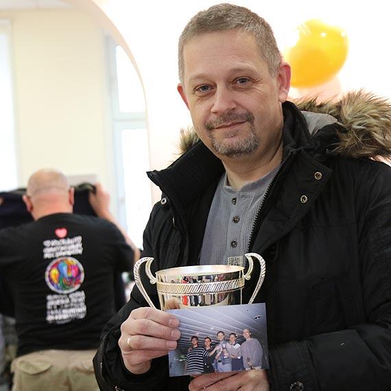 """Nagroda Barda Bałtyku legendy świnoujskiej szanty- grupy """"Przejazdem"""" na aukcjach allegro świnoujskiego sztabu!"""