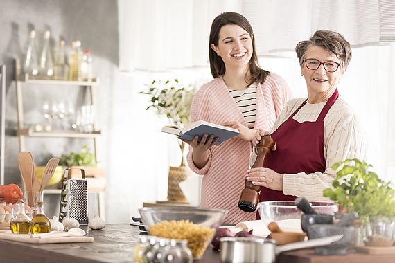 Zdrowa dieta dla babci i dziadka: Co jeść, by czuć się lepiej?