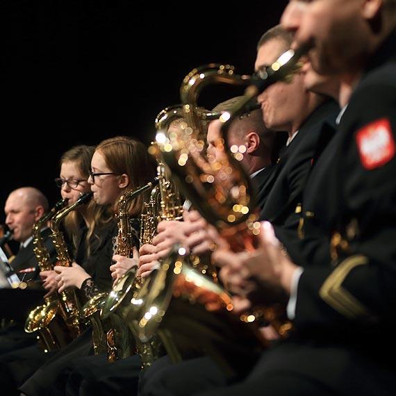Uczniowie Szkoły Muzycznej zagrali z Orkiestrą Wojskową. Zobacz film!
