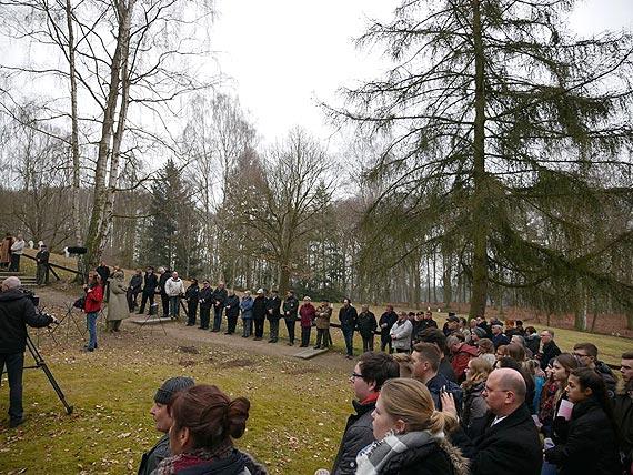 Rocznicę nalotu na Świnoujście wspominali uczestnicy spotkania na cmentarzu wojennym w Kamminke. Goście cmentarza wojennego Golm korzystają już z elektronicznego przewodnika!