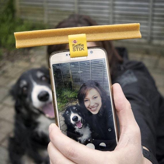 Bo psi uśmiech jest selfie warty! Z zestawem fotograficznym PEDIGREE® SelfieSTIX, selfie z Twoim psem zawsze się uda!