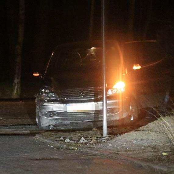 Pijany kierowca bez uprawnień i bez dokumentów w pożyczonym samochodzie sprawcą kolizji