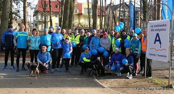 Niebieski 91. parkrun przywitał biegaczy słońcem
