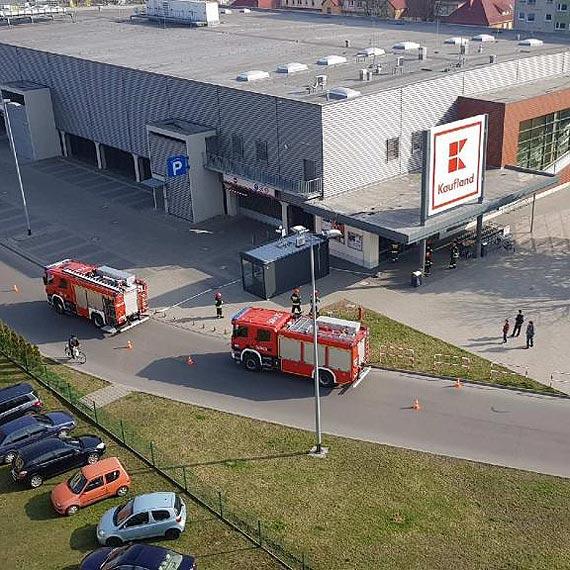 Fałszywy alarm w Kauflandzie, płonąca trawa - niedziela naszych strażaków