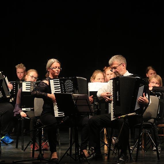 Zbliża się Światowy Dzień akordeonu - z tej okazji spotkały się dwie orkiestry. Zobacz film!