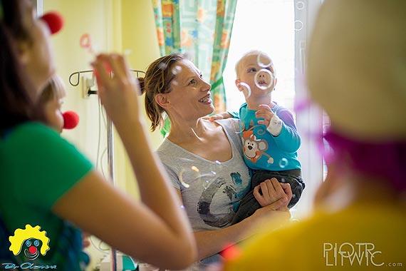 """""""Dzień piękności i radości dla mam"""" - akcja dla mam chorych dzieci od Fundacji """"Dr Clown"""" w 14 polskich miastach"""