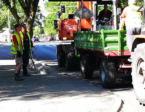 Kuliste blokady zamiast zatoczek parkingowych? Czytelnik zwraca uwagę na bezsensowne wydawanie pieniędzy z budżetu Miasta