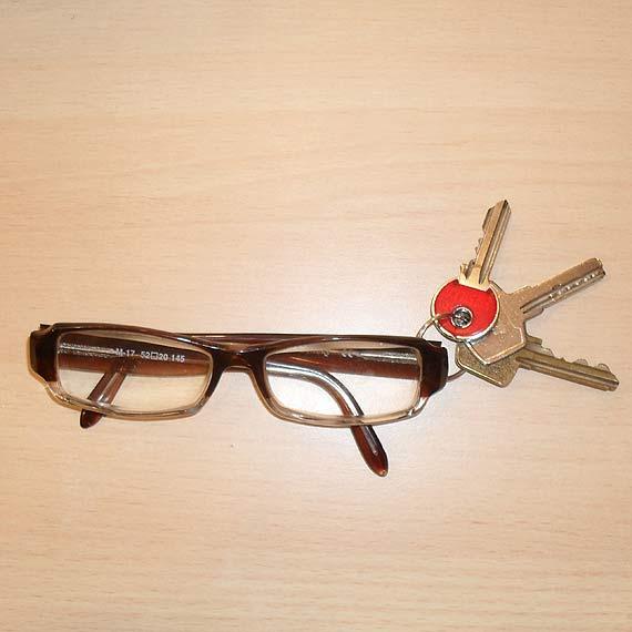 Znaleziono okulary i klucze