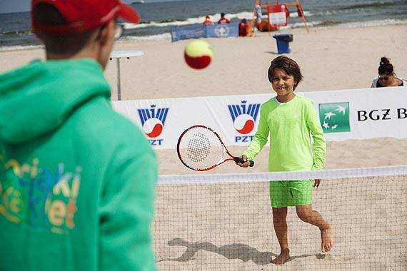 Tenis króluje na Pomorzu Zachodnim. Akcja Dzieciaki do Rakiet odwiedziła Świnoujście, a w kolejną sobotę zawita doMiędzyzdrojów