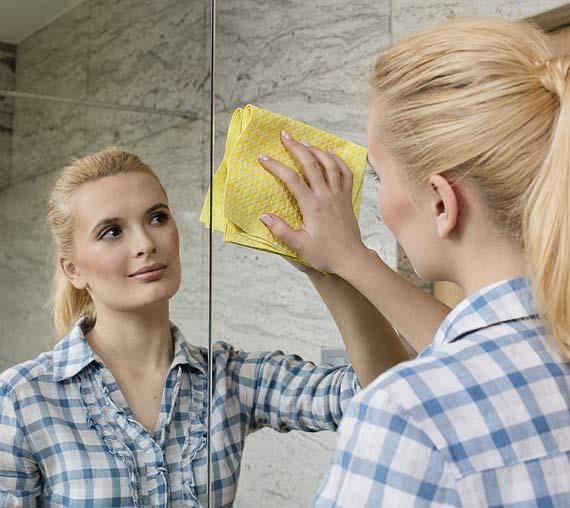 Jak sprzątać, kiedy brakuje czasu? Poznaj sprytne sposoby