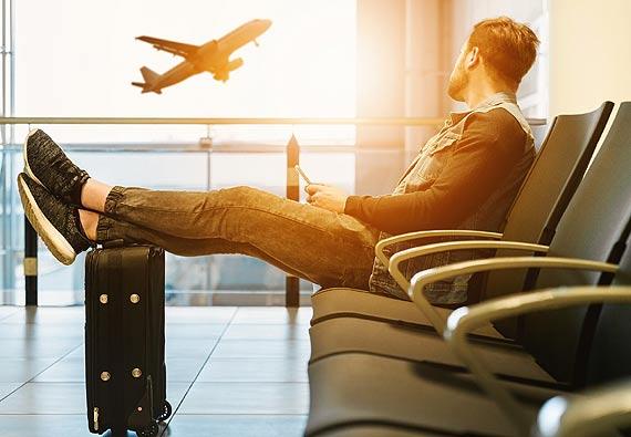 Podróże małe i duże. Czyli jak sobie radzić z problemami lotniczymi podczas wakacji?