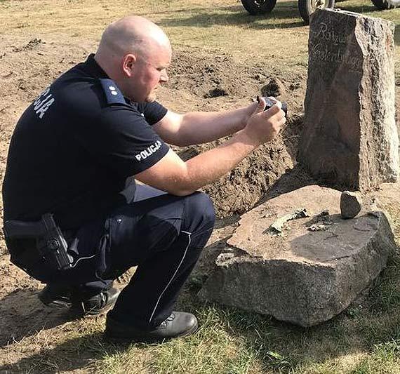 Policjanci odzyskali zabytkowe drogowskazy