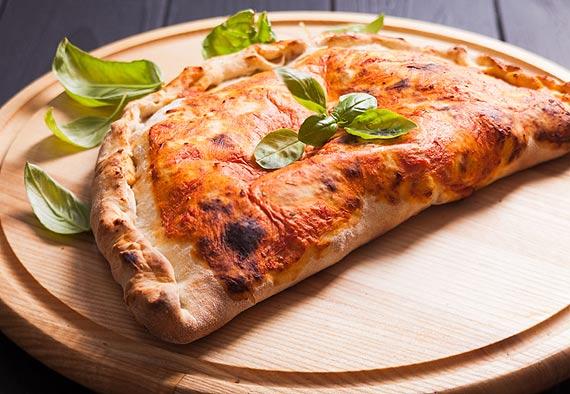 Naokoło pizzy – rodzaje, smaki i techniki przygotowania