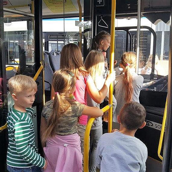 Z placu Wolności do Uznamu. Wyścig autobusu, samochodu i roweru