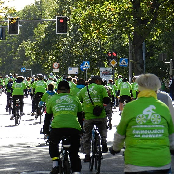Zapisy na Masę Krytyczną. Biało – czerwone koszulki dla pierwszych 300 rowerzystów