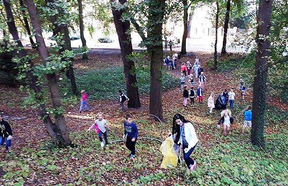 Dziś Sprzątanie Świata. Co wyrzucamy do parków?