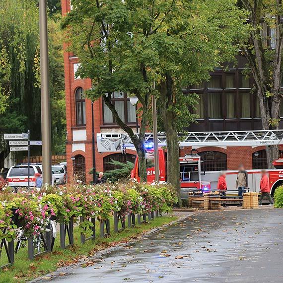 Strażacy przy jednym z sanatoriów. Ruch na Słowackiego został zablokowany