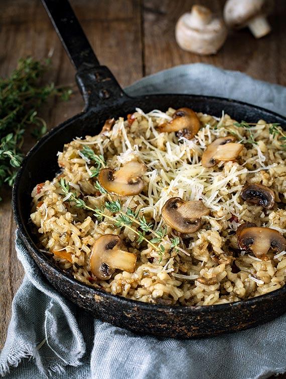 Jesień z nutą wyrafinowania: Przepis na risotto z pieczarkami, tartym serem i oliwą truflową