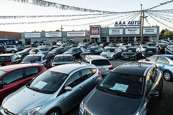Najwięcej aut używanych sprzedaje się wsoboty  Zakaz handlu w niedzielę nie spowodował zwiększonego ruchu winternecie