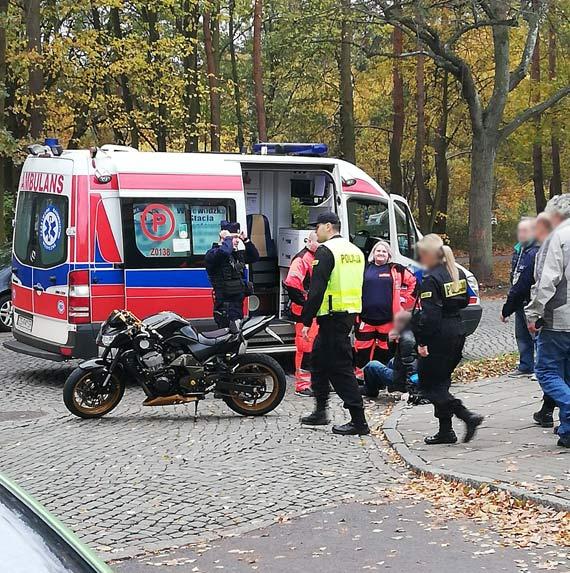Motocyklista z Niemiec zderzył się z samochodem osobowym. Pomimo bólu nie chciał skorzystać z pomocy polskich ratowników