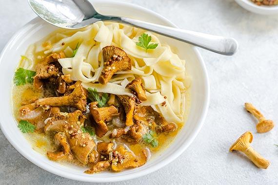 Sposób na jesienne chłody? Sięgnij po domową, rozgrzewającą zupę!