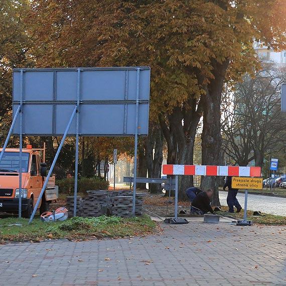 Chodnik między ulicą Moniuszki a Leśmiana został wyrównany