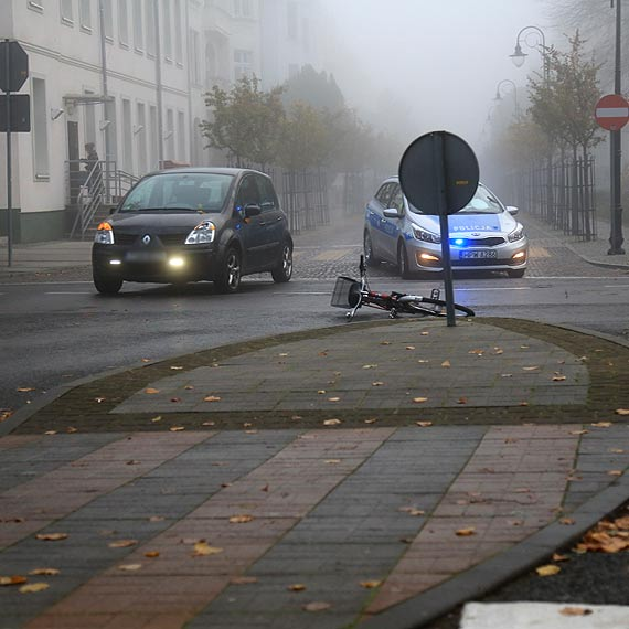 Kierująca autem nie ustąpiła pierwszeństwa rowerzystce