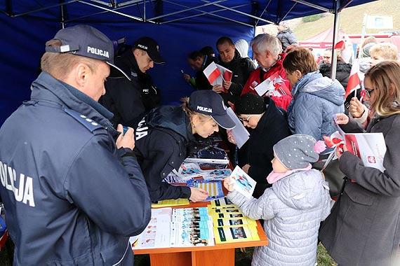 Zachodniopomorska Policja na wojewódzkich obchodach 100. rocznicy odzyskania przez Polskę Niepodległości