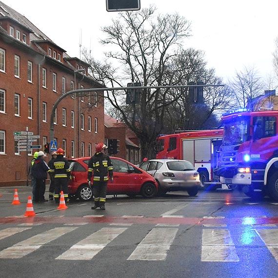 Na skrzyżowaniu ulic Konstytucji 3 Maja i Matejki zderzyły się dwa samochody