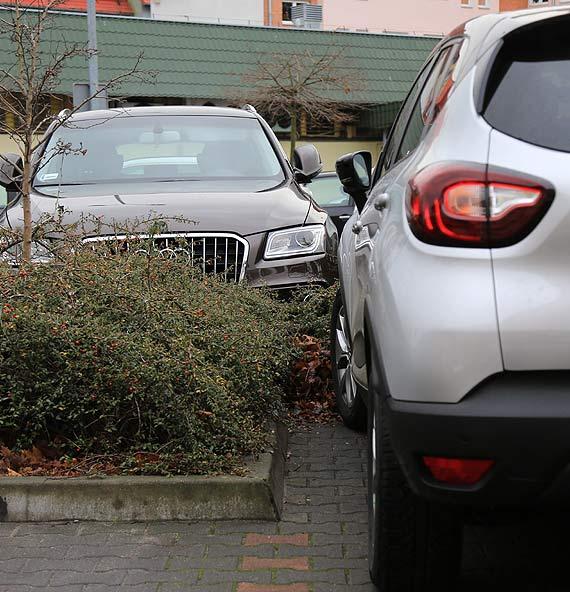 Kierowca: Zaparkujesz samochód, porysujesz drzwi!