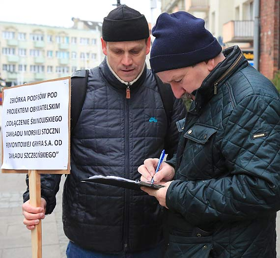 Stoczniowcy wyszli na ulice. Mamy dość spółkowania ze Szczecinem! Zobacz film!