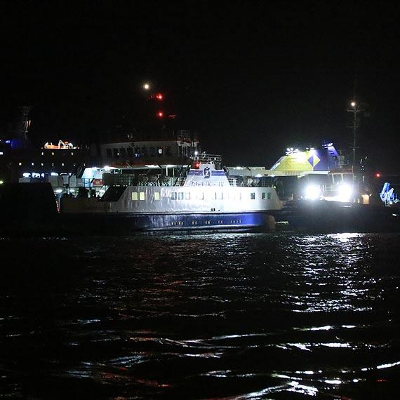 Dramat na wodzie - jeden z promów miał awarię silnika. Na pokładzie jest karetka pogotowia. Zobacz film!