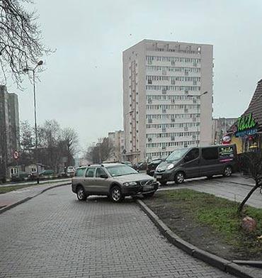 Parkowanie na pustej uliczce nie musi być prawidłowe?