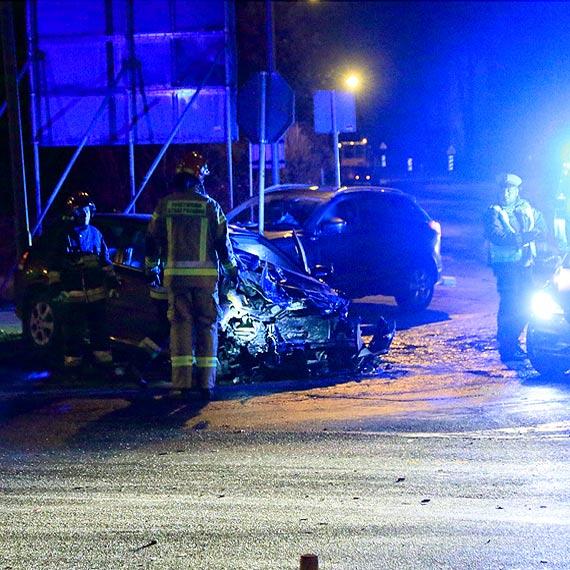 Samochód osobowy zderzył się z cysterną. Kierowca opla został przewieziony do szpitala