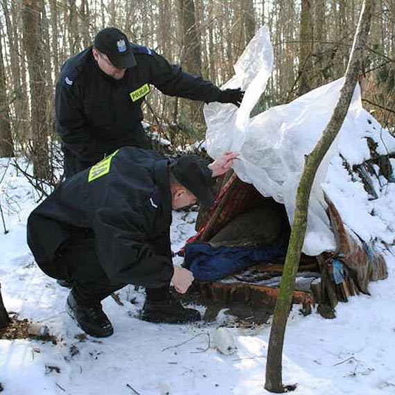 Zimową porą szczególnie zainteresujmy się losem bezdomnych!