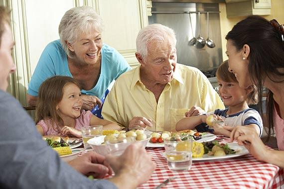Obiad dla babci i dziadka: Przepis na delikatny gulasz z karczku z serkiem topionym kremowym