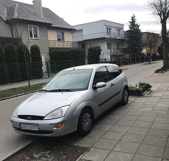 Czy właściciel srebrnego forda o nim zapomniał?