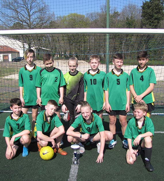 Piłkarskie zmagania świnoujskich szkół podstawowych w piłce nożnej dziewcząt i chłopców