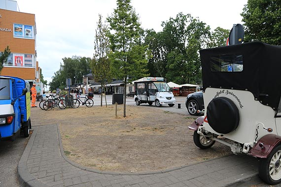 Pojazdy elektryczne często zachowują się jak rowery. Parkują gdzie chcą
