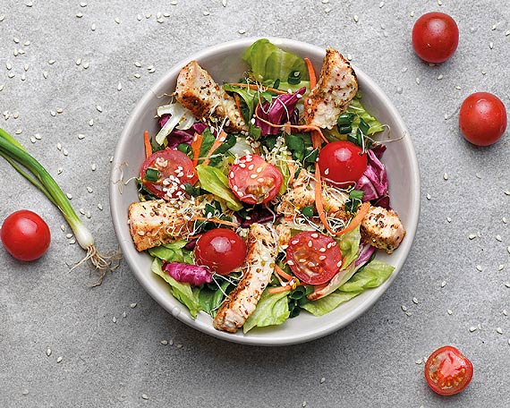 Co jeść latem w pracy? Sprawdź pomysły na szybkie i smaczne dania
