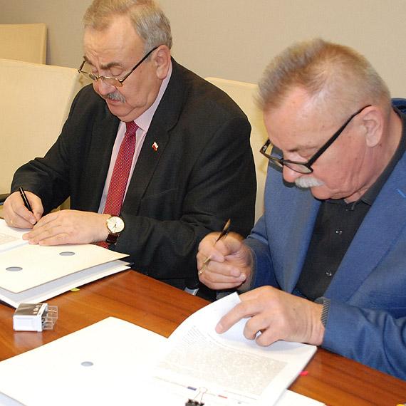 Umowa z wykonawcą nowego parkingu dla ciężarówek w Świnoujściu podpisana
