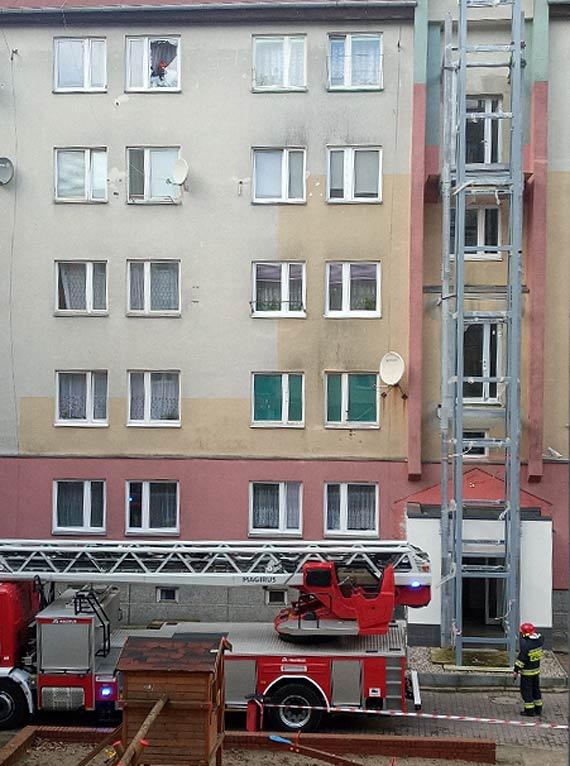 Strażacy umożliwili interwencję pozostałym służbom